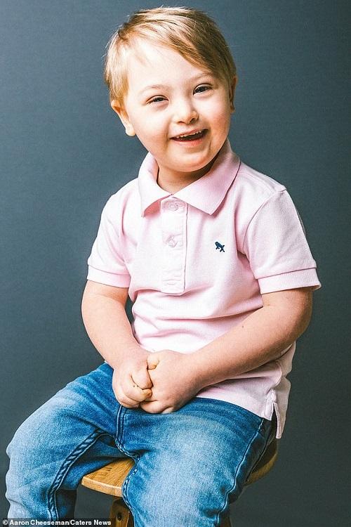 Cậu bé 5 tuổi mắc hội chứng Down bỗng nổi tiếng vì trở thành người mẫu  - Ảnh 3