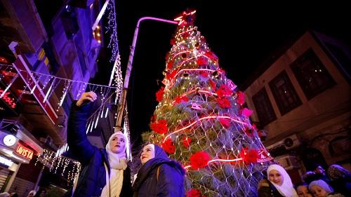 Người Syria ăn mừng Giáng sinh, hy vọng hòa bình lâu dài khi Mỹ rút quân  - Ảnh 1
