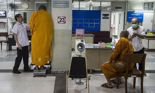 Thái Lan cố gắng kiểm soát cuộc khủng hoảng béo phì của các nhà sư - Ảnh 1
