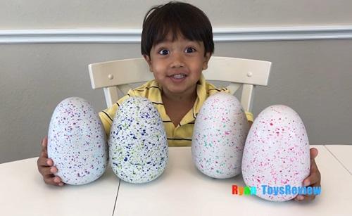 Góc làm giàu: Cậu bé 7 tuổi kiếm 22 triệu USD từ Youtube bằng cách đánh giá đồ chơi - Ảnh 1