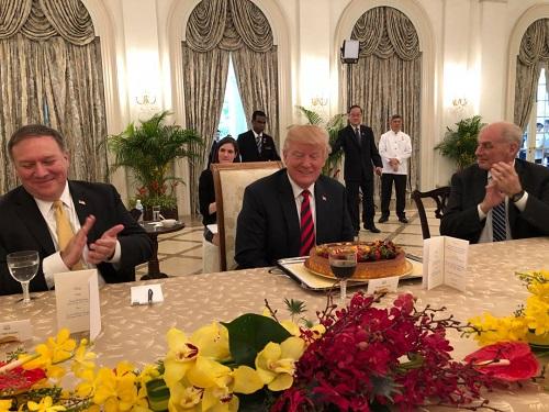 Tổng thống Trump mừng sinh nhật sớm ở Singapore - Ảnh 1