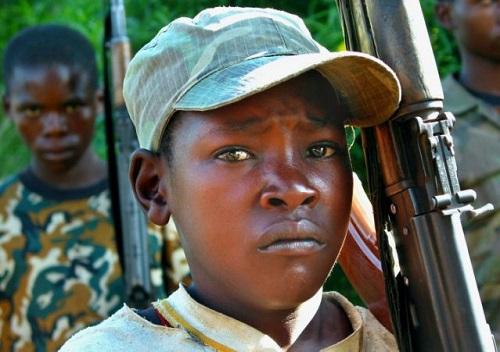 Bùng nổ chiến binh trẻ em ở châu Phi - Ảnh 1