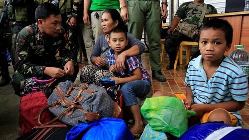 Philippines chiến đấu với tàn quân IS, 11.000 dân phải đi sơ tán - Ảnh 1