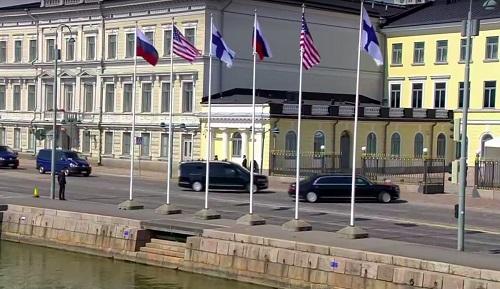 Tổng thống Putin lần đầu đưa chuyên xa mới ra nước ngoài - Ảnh 1