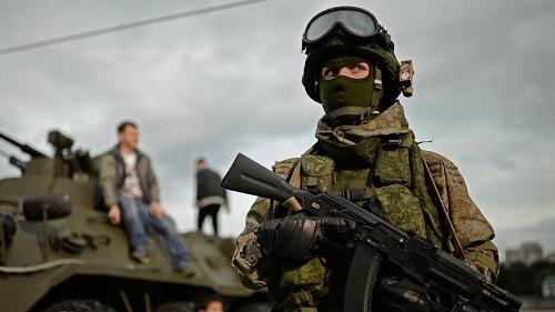 Nga phát triển vật liệu mới, giúp binh sĩ và xe tăng biến đổi màu sắc như 'tắc kè' - Ảnh 1