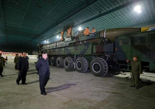 Tình báo Mỹ tố Triều Tiên tiếp tục phát triển tên lửa đạn đạo liên lục địa - Ảnh 1