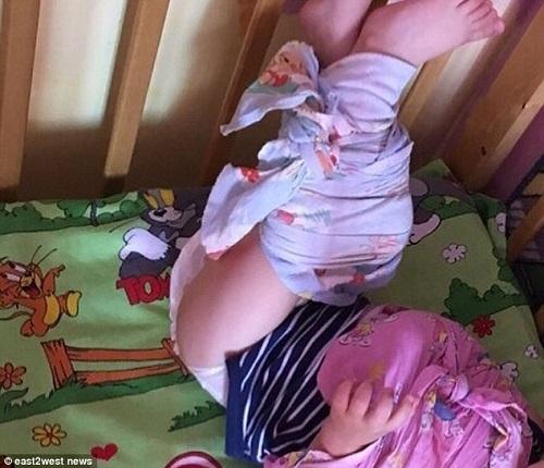 Thực hư việc nhà trẻ ở Nga trói chân tay các bé ở trong cũi gây tranh cãi - Ảnh 2