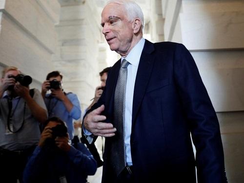 Nhìn lại 8 dấu ấn quan trọng trong cuộc đời ông John McCain - Ảnh 4