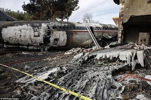 Hiện trường vụ tai nạn máy bay ở Iran khiến 15 người thiệt mạng - Ảnh 2