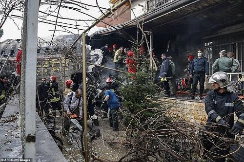 Hiện trường vụ tai nạn máy bay ở Iran khiến 15 người thiệt mạng - Ảnh 4