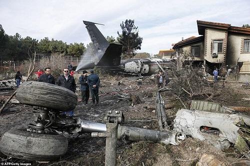 Hiện trường vụ tai nạn máy bay ở Iran khiến 15 người thiệt mạng - Ảnh 6