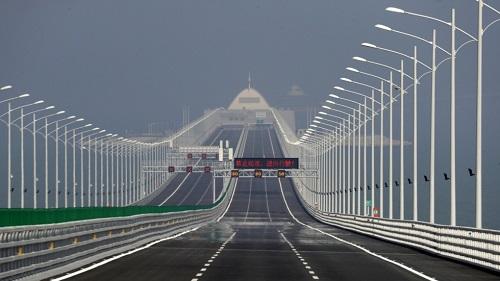 Kỹ thuật viên Trung Quốc làm giả kết quả nghiệm thu cầu vượt biển dài nhất thế giới - Ảnh 1