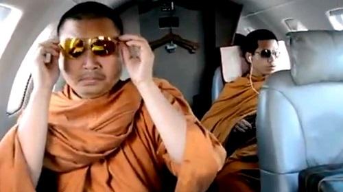 Cuộc sống xa hoa của nhà sư ăn chơi nhất Thái Lan và án tù 130 năm vì rửa tiền, lạm dụng tình dục - Ảnh 2