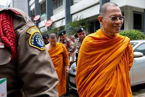 Cuộc sống xa hoa của nhà sư ăn chơi nhất Thái Lan và án tù 130 năm vì rửa tiền, lạm dụng tình dục - Ảnh 3