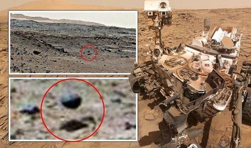 Tàu vũ trụ của NASA chụp được ảnh quả cầu ngoài hành tinh màu đen trôi nổi trên sao Hoả? - Ảnh 1
