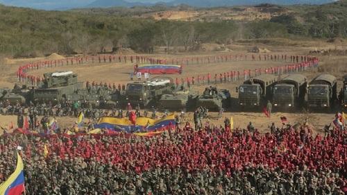 Bị Mỹ doạ tấn công, Venezuela tổ chức tập trận lớn nhất 200 năm lịch sử - Ảnh 1