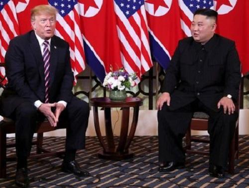 Chuyên gia phân tích ngôn ngữ cơ thể của ông Trump và ông Kim tại hội nghị thượng đỉnh - Ảnh 1
