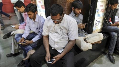 Khi phương tiện truyền thông xã hội trở thành một loại vũ khí ở Ấn Độ - Ảnh 1