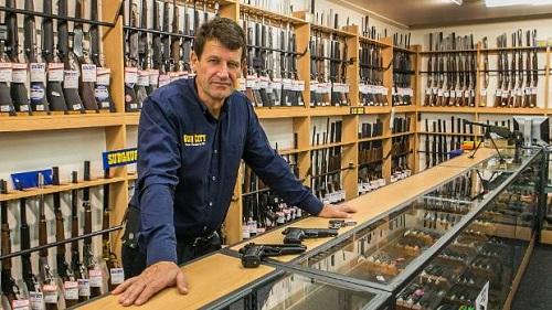 Vụ xả súng ở New Zealand khiến 50 người chết: Chủ cửa hàng bán vũ khí cho sát thủ nói gì? - Ảnh 1