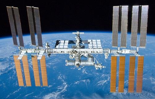 Báo Nga: Nhân loại sẽ 'bị cầm tù' nếu Nga và Mỹ xảy ra xung đột trong không gian - Ảnh 1