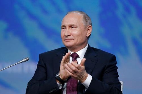 Tổng thống Putin phản ứng hài hước khi bị người phiên dịch tự ý sửa lời - Ảnh 1