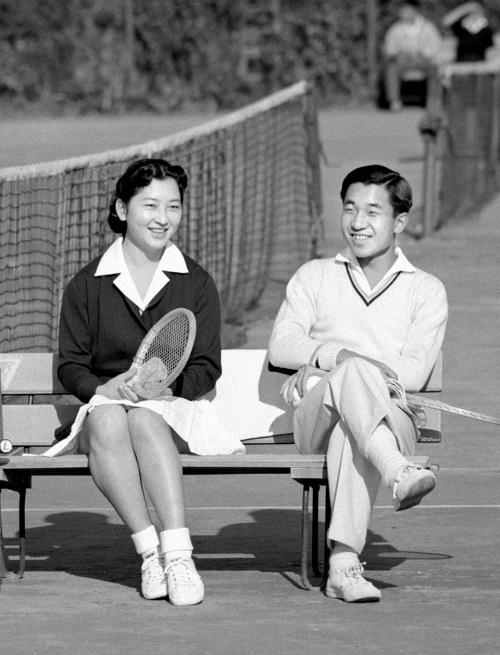 Chùm ảnh: Chuyện tình lãng mạn 60 năm của Nhà vua và Hoàng hậu Nhật Bản  - Ảnh 3