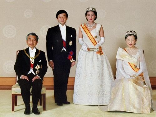Chùm ảnh: Chuyện tình lãng mạn 60 năm của Nhà vua và Hoàng hậu Nhật Bản  - Ảnh 12