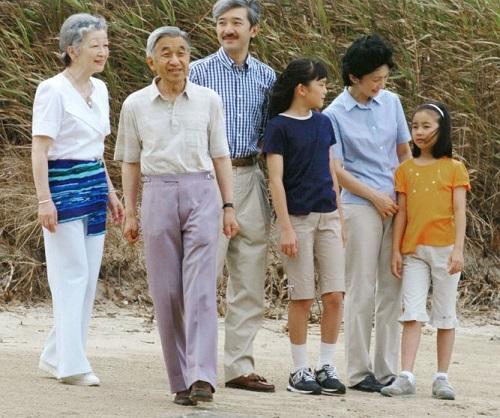 Chùm ảnh: Chuyện tình lãng mạn 60 năm của Nhà vua và Hoàng hậu Nhật Bản  - Ảnh 13