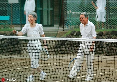 Chùm ảnh: Chuyện tình lãng mạn 60 năm của Nhà vua và Hoàng hậu Nhật Bản  - Ảnh 16