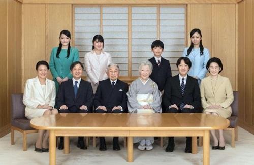 Chùm ảnh: Chuyện tình lãng mạn 60 năm của Nhà vua và Hoàng hậu Nhật Bản  - Ảnh 18