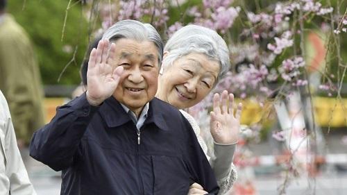 Chùm ảnh: Chuyện tình lãng mạn 60 năm của Nhà vua và Hoàng hậu Nhật Bản  - Ảnh 1