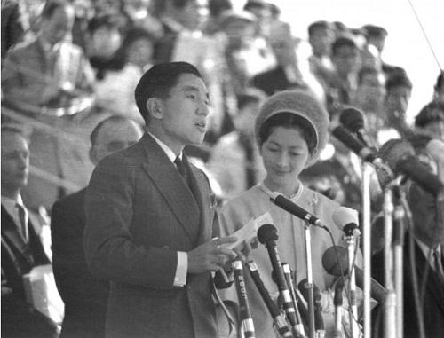 Chùm ảnh: Chuyện tình lãng mạn 60 năm của Nhà vua và Hoàng hậu Nhật Bản  - Ảnh 6