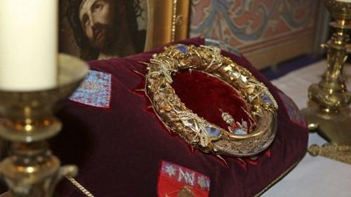 Giải cứu thành công Thánh tích quan trọng nhất trong Nhà thờ Đức Bà Paris - Ảnh 1