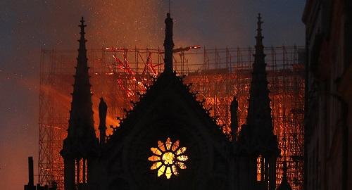 Nhà tiên tri lừng danh Nostradamus từng dự đoán thảm họa cháy Nhà thờ Đức Bà Paris? - Ảnh 1