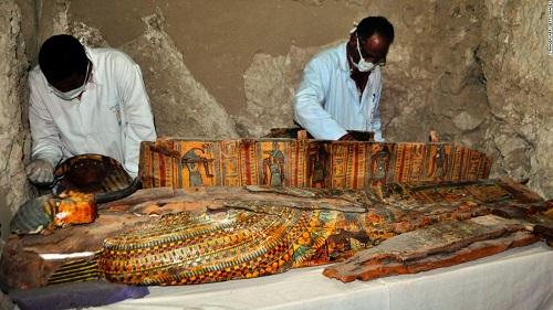 Ai Cập khai quật 8 xác ướp trong những ngôi mộ 3.500 năm tuổi - Ảnh 1