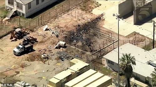 Máy bay Mỹ gặp nạn, lao thẳng vào nhà tù ở California  - Ảnh 1