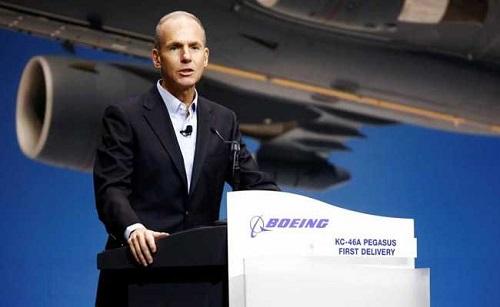 CEO Boeing thừa nhận lỗi phần mềm trong hai vụ tai nạn máy bay 737 MAX - Ảnh 1