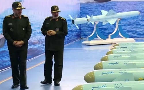 Nạp lượng lớn tên lửa lên tàu ở Vịnh Ba Tư, Iran chuẩn bị xung đột với Mỹ?  - Ảnh 1