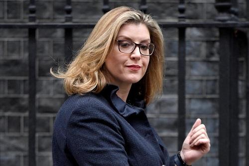 Tiết lộ về nữ Bộ trưởng Quốc phòng đầu tiên của Vương quốc Anh - Ảnh 1