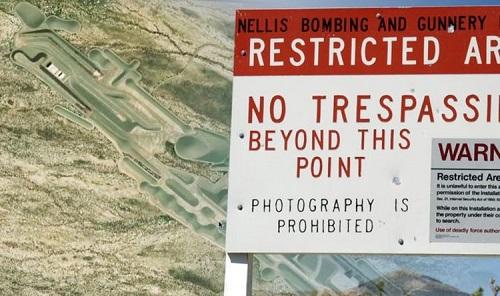 Google Maps làm lộ căn cứ ngầm lưu trữ UFO của quân đội Mỹ ở vùng tuyệt mật 51? - Ảnh 1