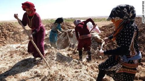 Mệt mỏi vì chiến tranh, phụ nữ Syria xây dựng ngôi làng theo kiểu 'Nữ nhi quốc' - Ảnh 1