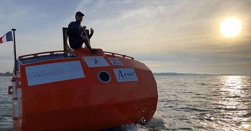 Khó tin: Người đàn ông Pháp vượt Đại Tây Dương trong 4 tháng bằng một chiếc thùng - Ảnh 1