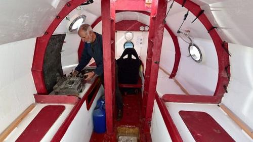 Khó tin: Người đàn ông Pháp vượt Đại Tây Dương trong 4 tháng bằng một chiếc thùng - Ảnh 2