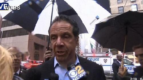 Người New York lo sợ về thảm hoạ giống khủng bố 11/9 khi trực thăng đâm vào toà nhà cao tầng - Ảnh 1