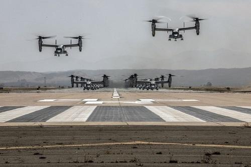 43 trực thăng quân sự Mỹ phô diễn sức mạnh trong cuộc tập trận 'Voi đi bộ' - Ảnh 5