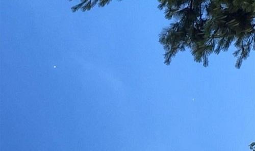 Người dân Mỹ sửng sốt vì trông thấy UFO lơ lửng trên bầu trời Kansas?  - Ảnh 1