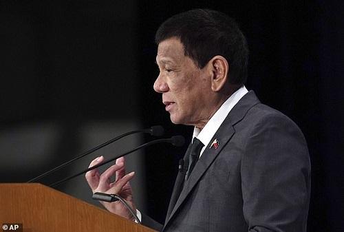 Tổng thống Philippines bất ngờ thừa nhận 'đã từng là người đồng tính'  - Ảnh 1