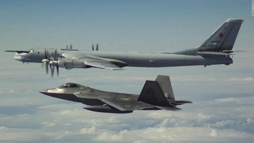 Nga chặn máy bay Mỹ bay qua biển Địa Trung Hải - Ảnh 1
