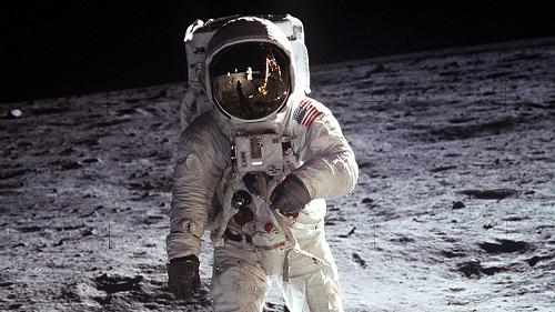 Nghi vấn về nhiệm vụ đổ bộ Mặt trăng của NASA: Ai là người chụp bức ảnh huyền thoại? - Ảnh 1