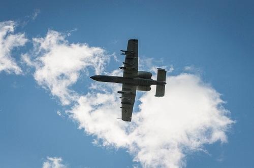 Máy bay phản lực của Không quân Mỹ lao phải chim, làm rơi 3 quả bom xuống Florida - Ảnh 1